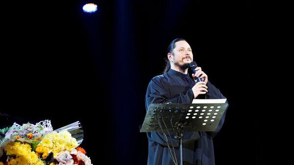 Иеромонах Фотий во время выступления