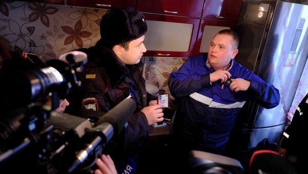 Полиция допрашивает предпринимателя, который навязывает жильцам домов ненужные услуги