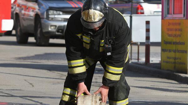 Сотрудник противопожарной службы МЧС. Архивное фото