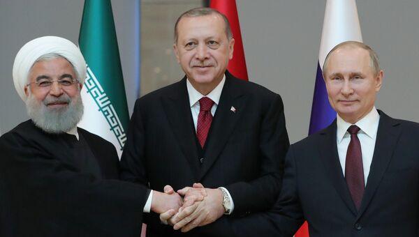 Президент РФ Владимир Путин, президент Турции Реджеп Тайип Эрдоган и президент Ирана Хасан Рухани в Анкаре. 4 апреля 2018
