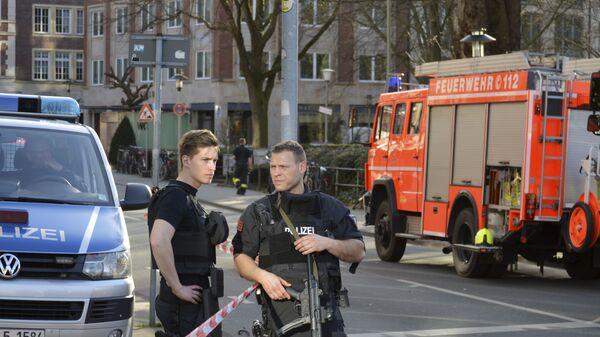 Полиция рядом с местом, где автомобиль въехал в толпу людей в Мюнстере, Германия. Архивное фото