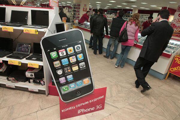 Защитники потребителей подают иск к операторам по поводу продаж iPhone