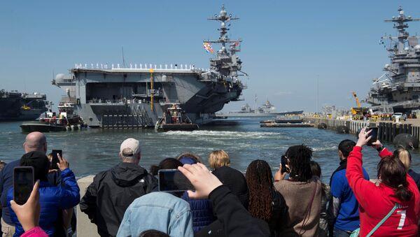 Отправление американского авианосца USS Harry Truman из порта Норфолк. 11 апреля 2018