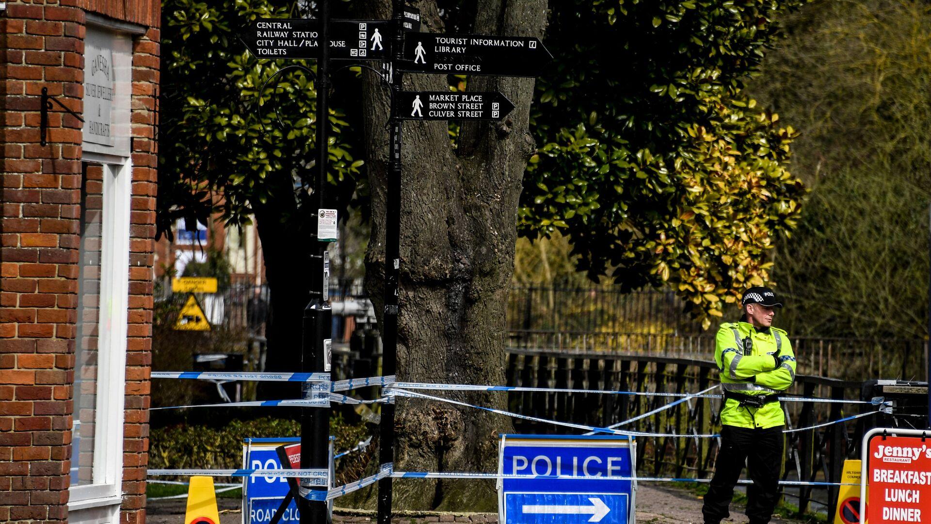 Ограждения, выставленные полицией города Солсбери, у входа в парк, где на скамейке были обнаружены Сергей Скрипаль и его дочь Юлия  - РИА Новости, 1920, 21.09.2021