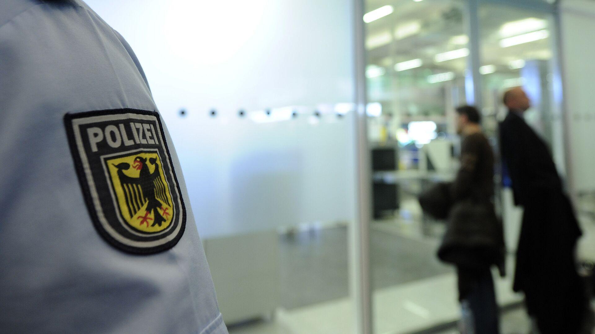 Сотрудник полиции в аэропорту Мюнхена, Германия - РИА Новости, 1920, 10.10.2021