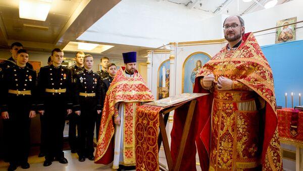 Литургия в храме Николая Чудотворца на крейсере Аврора