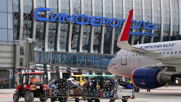 Самолет авиакомпании Аэрофлот у нового терминала Крымская волна международного аэропорта Симферополь