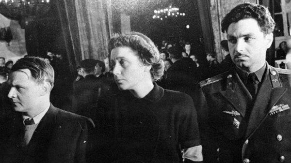 Дочь Сталина Светлана Аллилуева на церемонии прощания с отцом