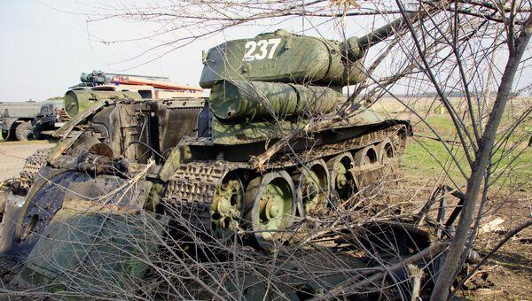 Техника, готовящаяся к параду Победы в Луганске, поврежденная артобстрелом ВСУ. 17 апреля 2018