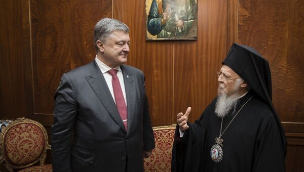 Президент Украины Петр Порошенко во время встречи с Патриархом Варфоломеем. Архивное фото