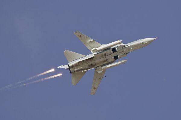 Самолет Су-24 во время учений. Архив
