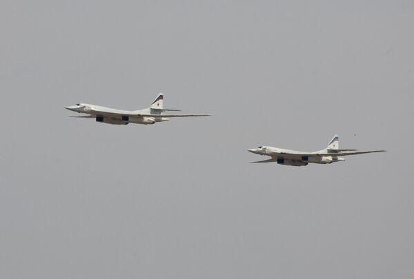 Стратегический бомбардировщик Ту-160 во время казахстано-российских учений под Алма-Атой