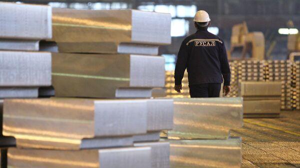 Производство алюминия на предприятии компании РУСАЛ. Архивное фото