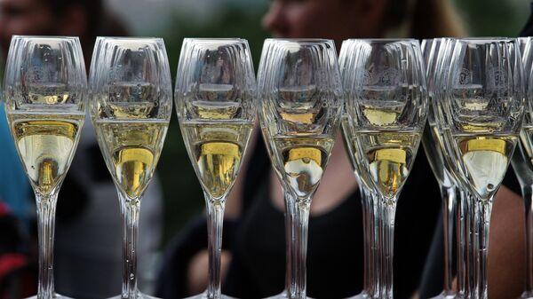 Бокалы с шампанским винодельческой агрофирмы Золотая Балка