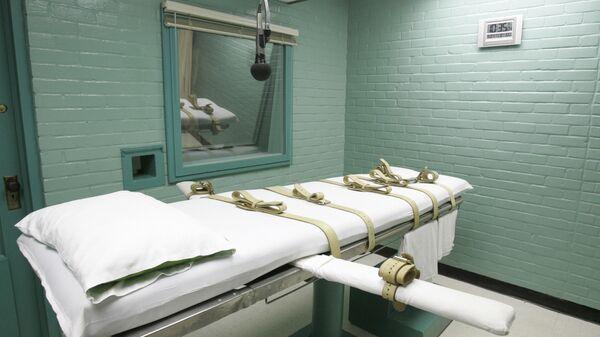 Комната, где приводится в исполнение смертный приговор через смертельную инъекцию, в тюрьме штата Техас, США