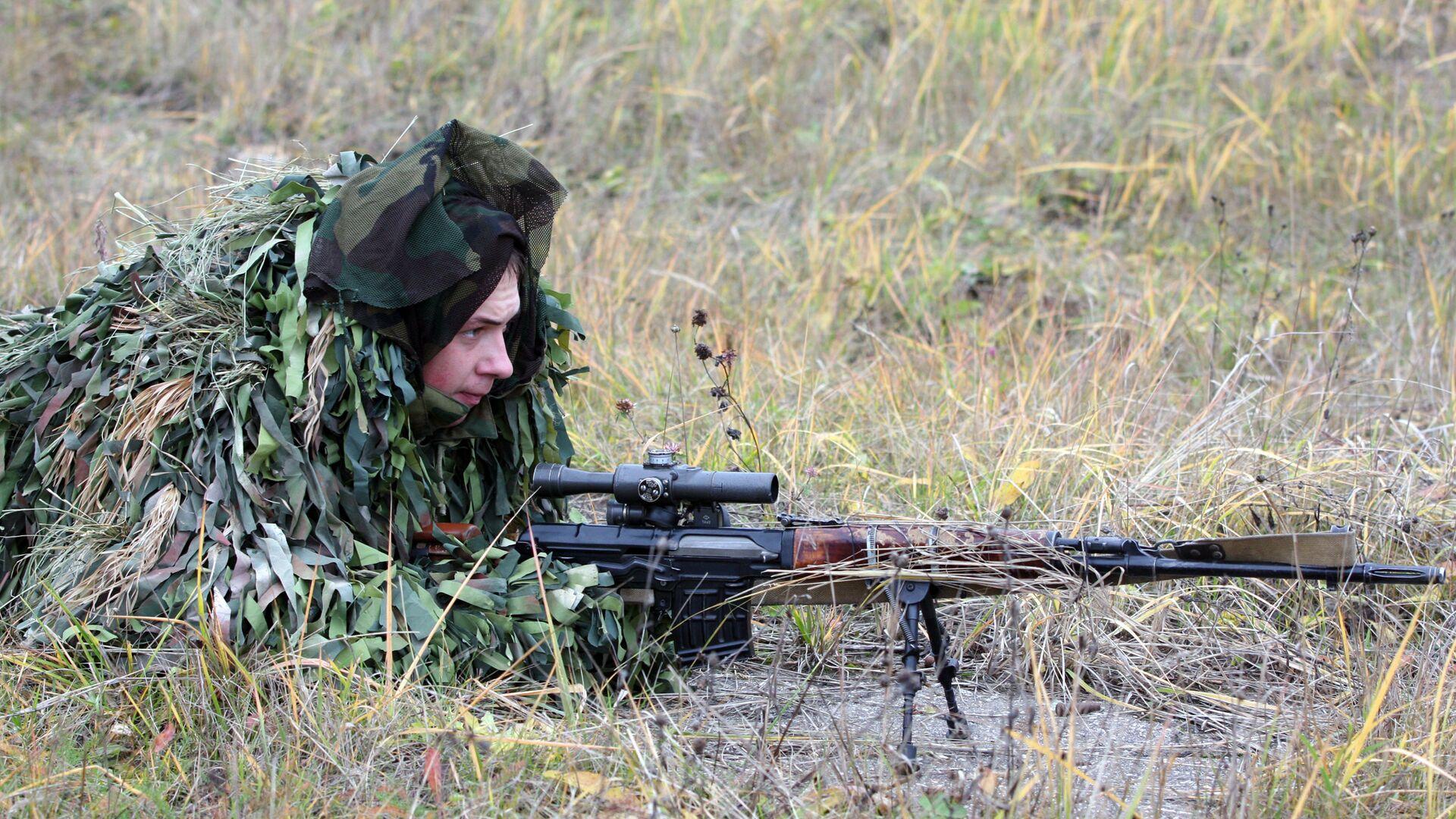 Снайпер 4-й отдельной танковой бригады с винтовкой СВД - РИА Новости, 1920, 24.06.2019