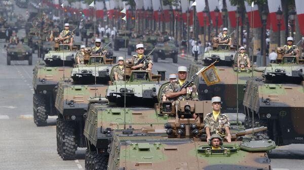 Военный парад на Елисейских полях в Париже