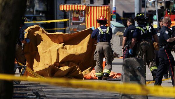 На месте инцидента с наездом фургона на пешеходов в Торонто. 23.04.2018