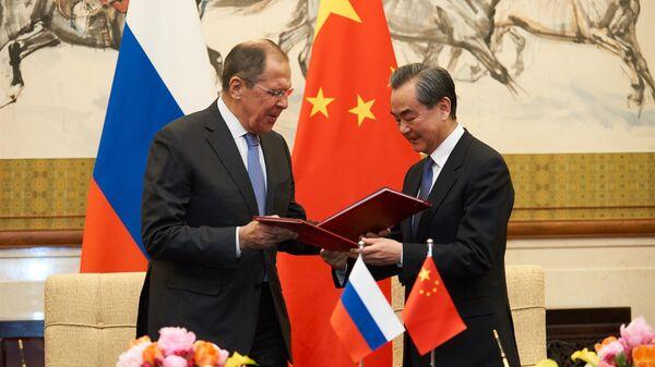 Министр иностранных дел России Сергей Лавров и Министр иностранных дел Китая Ван И