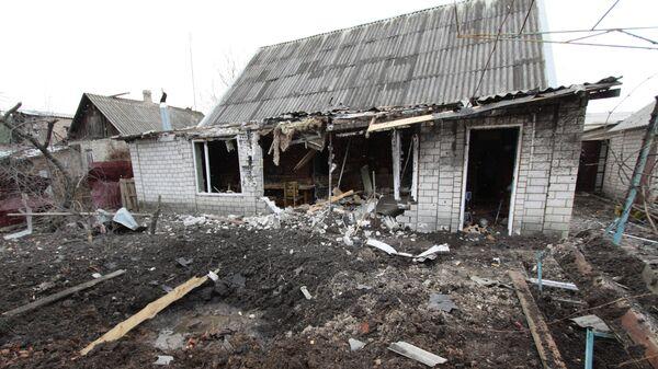 Частный жилой дом в городе Ясиноватая, пострадавший в результате обстрела. Архивное фото