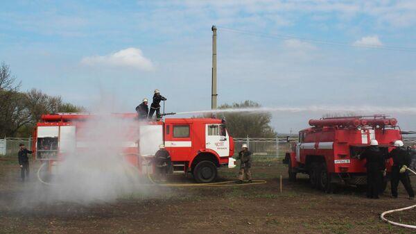 Сотрудники МЧС Луганской народной республики во время учений по устранению последствий диверсии на газопроводе