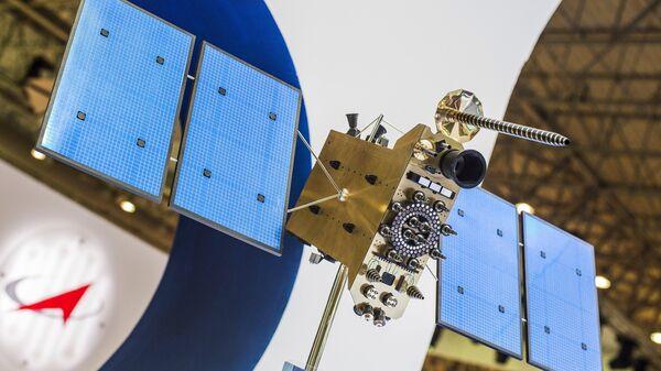 Макет российского космического аппарата серии Глонасс-К