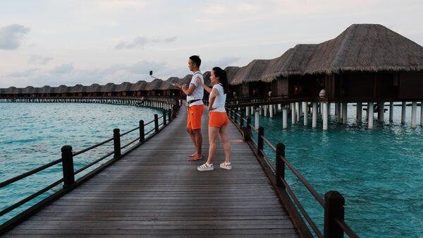 Отдыхающие в отеле Sun Aqua Vilu Reef 5* на одном из Мальдивских островов