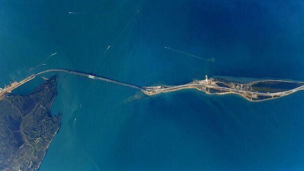 Вид на Крымский мост с борта МКС. 24 апреля 2018 года