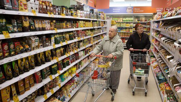 Покупательницы в магазине Пятерочка в Москве