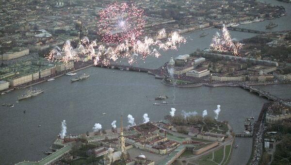 Праздничный салют над Санкт-Петербургом. Архивное фото