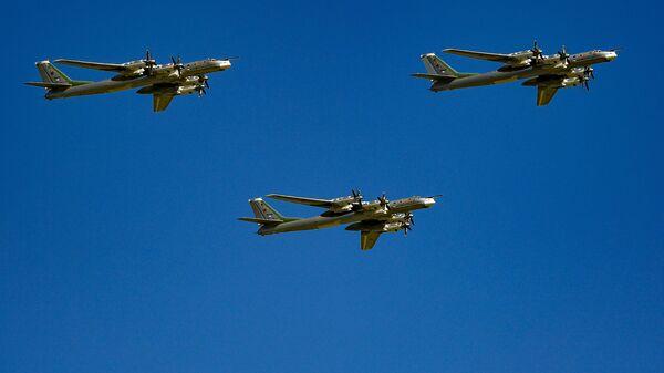 Стратегические бомбардировщики-ракетоносцы Ту-95МС. Архивное фото