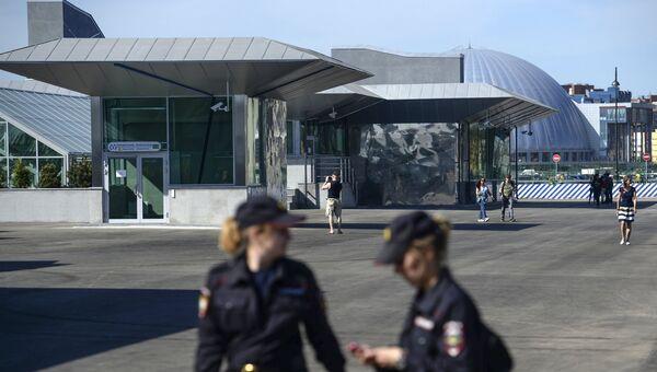 Вход станции метро Новокрестовская в Санкт-Петербурге. Архивное фото