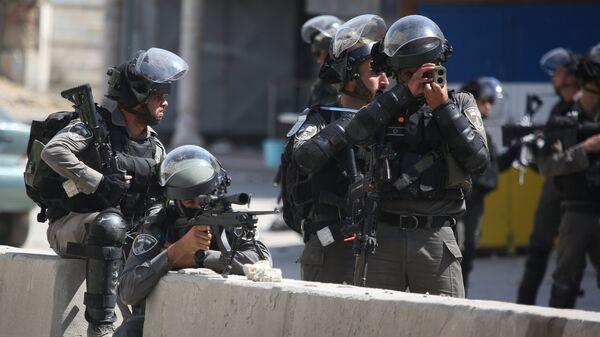 Израильские военнослужащие во время уличных протестов. Архивное фото