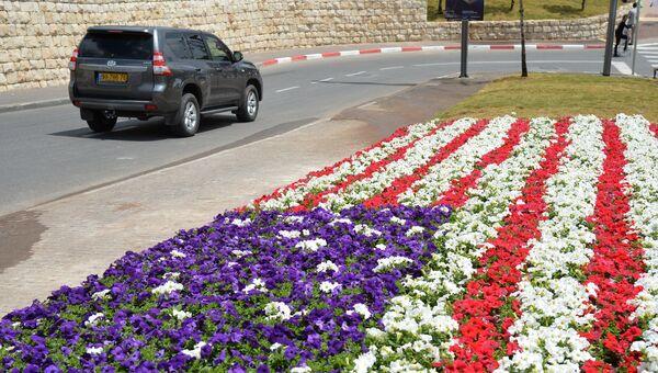 Цветочная клумба в виде флага США на одной из улиц Иерусалима