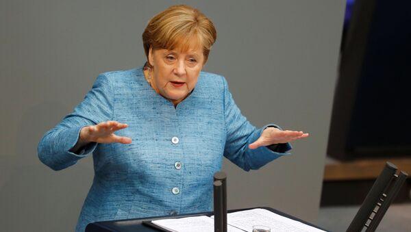 Канцлер ФРГ Ангела Меркель выступает в германском бундестаге. 16 мая 2018
