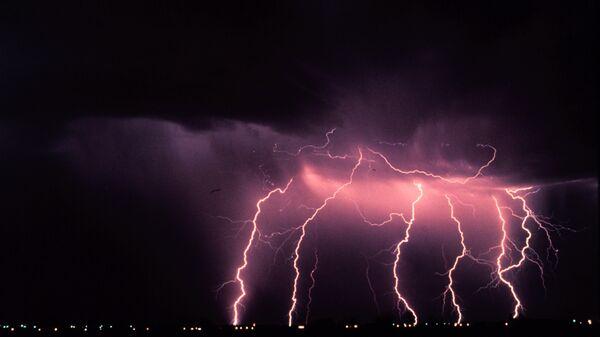 Покадровая съемка ударов молнии