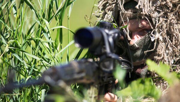 Снайпер во время проведения тактико-специального учения в Краснодаре