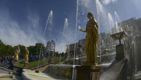 Весенний праздник фонтанов в Государственном музее-заповеднике Петергоф