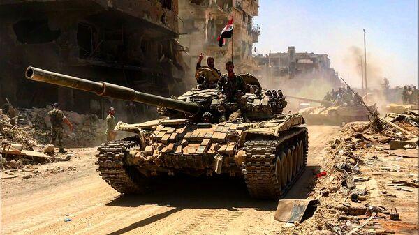 Бойцы сирийской армии в освобожденном лагере палестинских беженцев Ярмук на юге Дамаска