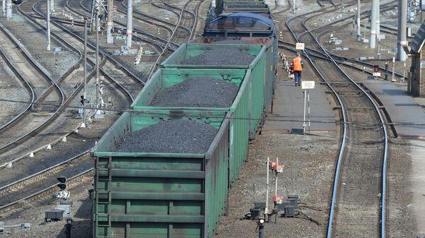 Груженые вагоны с углем