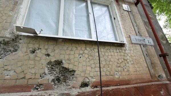 Жилой дом, пострадавший в результате обстрела, в поселке Горловка. Архивное фото