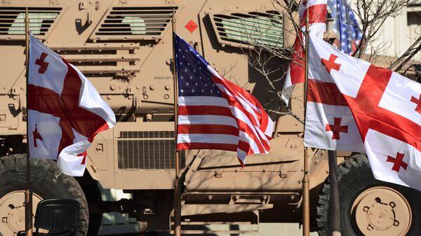 Флаги Грузии и США в совместном центре тренировок и оценок Грузия-НАТО  на территории военной базы в Крцаниси. Архивное фото