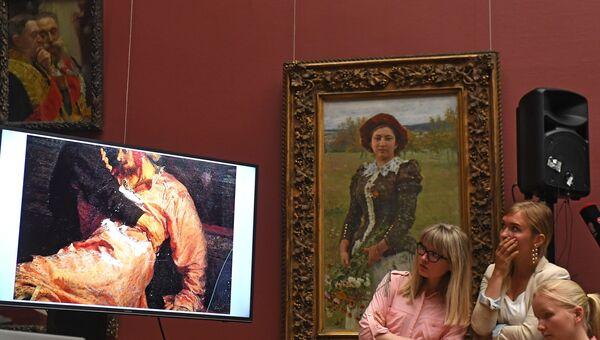 Брифинг по поводу повреждения картины И. Репина в Третьяковской галерее. Архивное фото