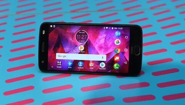Телефон Motorola Moto Z2 Force. Архивное фото
