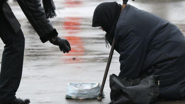 Нищенка на московской улице