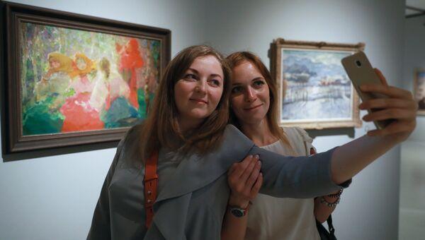 Посетители на выставке Импрессионизм в авангарде в Музее русского импрессионизма в Москве