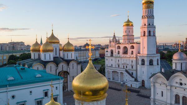 Колокольня Ивана Великого, церковь Двенадцати Апостолов, Благовещенский собор, Грановитая палата на территории Московского Кремля