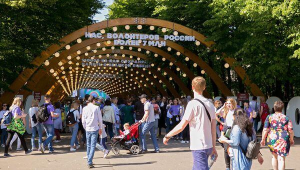 Праздник дружбы, добра и азарта: фестиваль добровольцев в Сокольниках