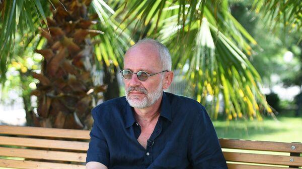 Александр Гордон во время интервью в рамках 29-го Открытого Российского кинофестиваля Кинотавр в Сочи