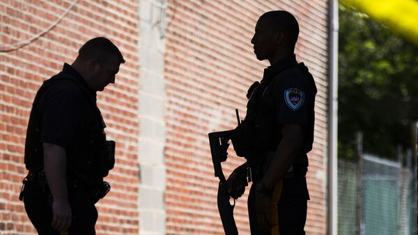 Сотрудники правоохранительных органов США в городе Трентон, Нью-Джерси